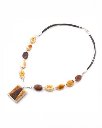 paris-france-amber-collier-330-1